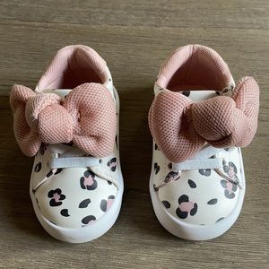 Leopard baby shoes w/ bow covered velcro closure